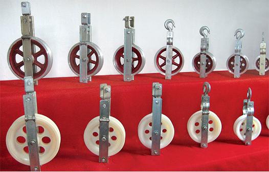 Small diameter stringing pulleys